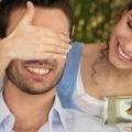 Что подарить парню на год отношений? полезные советы