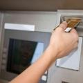 Как через банкомат перевести деньги?