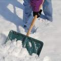 Как чистить снег?