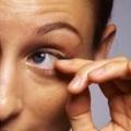 Почему дергается глаз: причины
