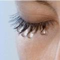 Почему слезятся глаза? причины и лечение