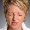 Причины, симптомы и лечение блефарита