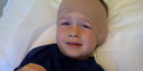 Что делать, у ребенка болит ухо?