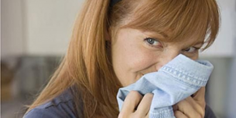 Как избавиться от запаха от одежды?