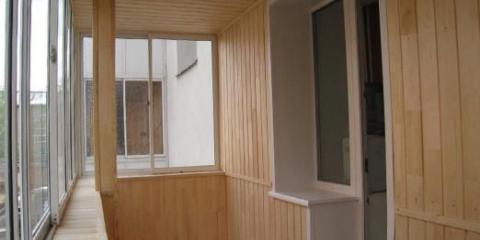 Как обшить балкон?
